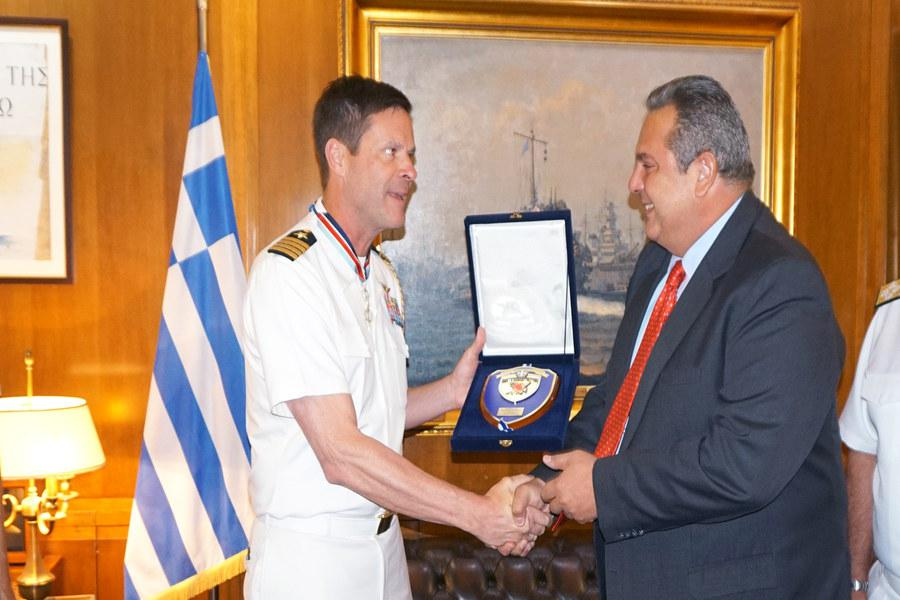 Star for Valour and Honour presented by Defence Minister Panos Kammenos to US Defence Attaché to Greece Captain Robert Palm | Ministry of National Defence
